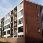 Appartementencomplex in Assen voor de renovatie.