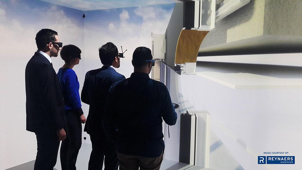 De participanten dragen doorzichtige VR-brilletjes waardoor ze zichzelf en elkaar blijven zien. Dat mochten developer Befimmo en Jaspers-Eyers Architects ervaren in het project Quatuar in Brussel
