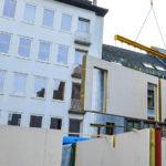 Op amper twaalf dagen was het hele gebouw, inclusief geprefabriceerde vloeren en dak, wind- en waterdicht.